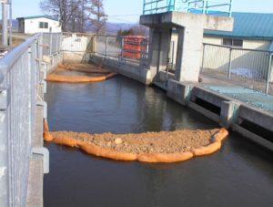 油吸着材セルソーブ使用例・河川