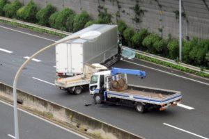 トラック事故参考画像